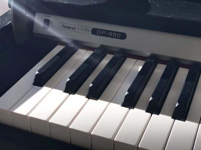 Piano Roland DP-990