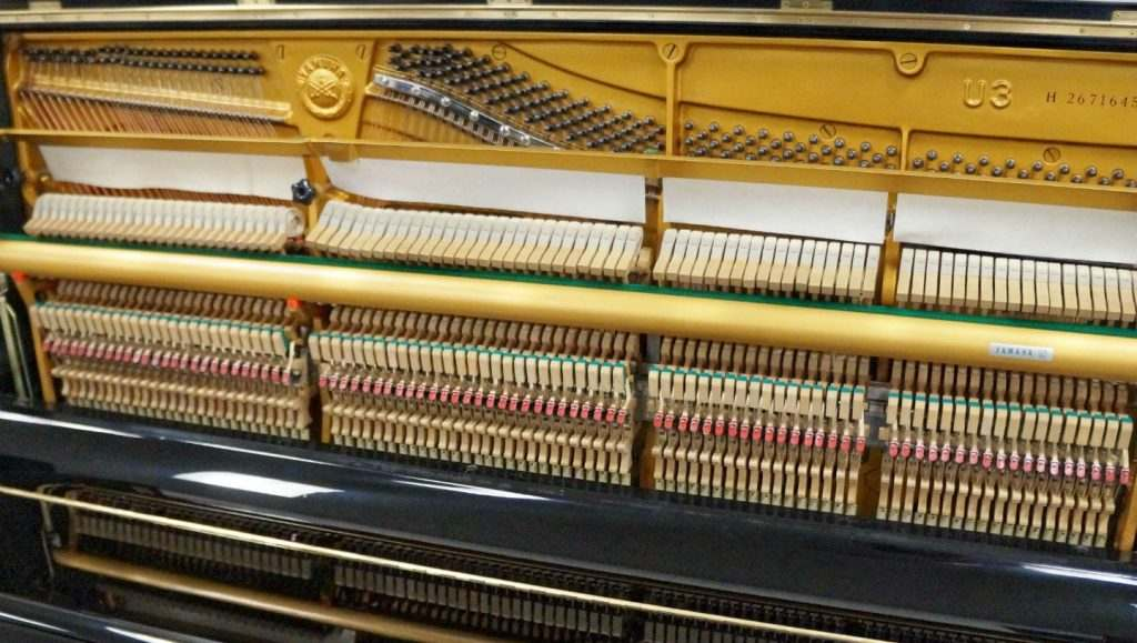 piano-yamaha-u3h-pianofingers