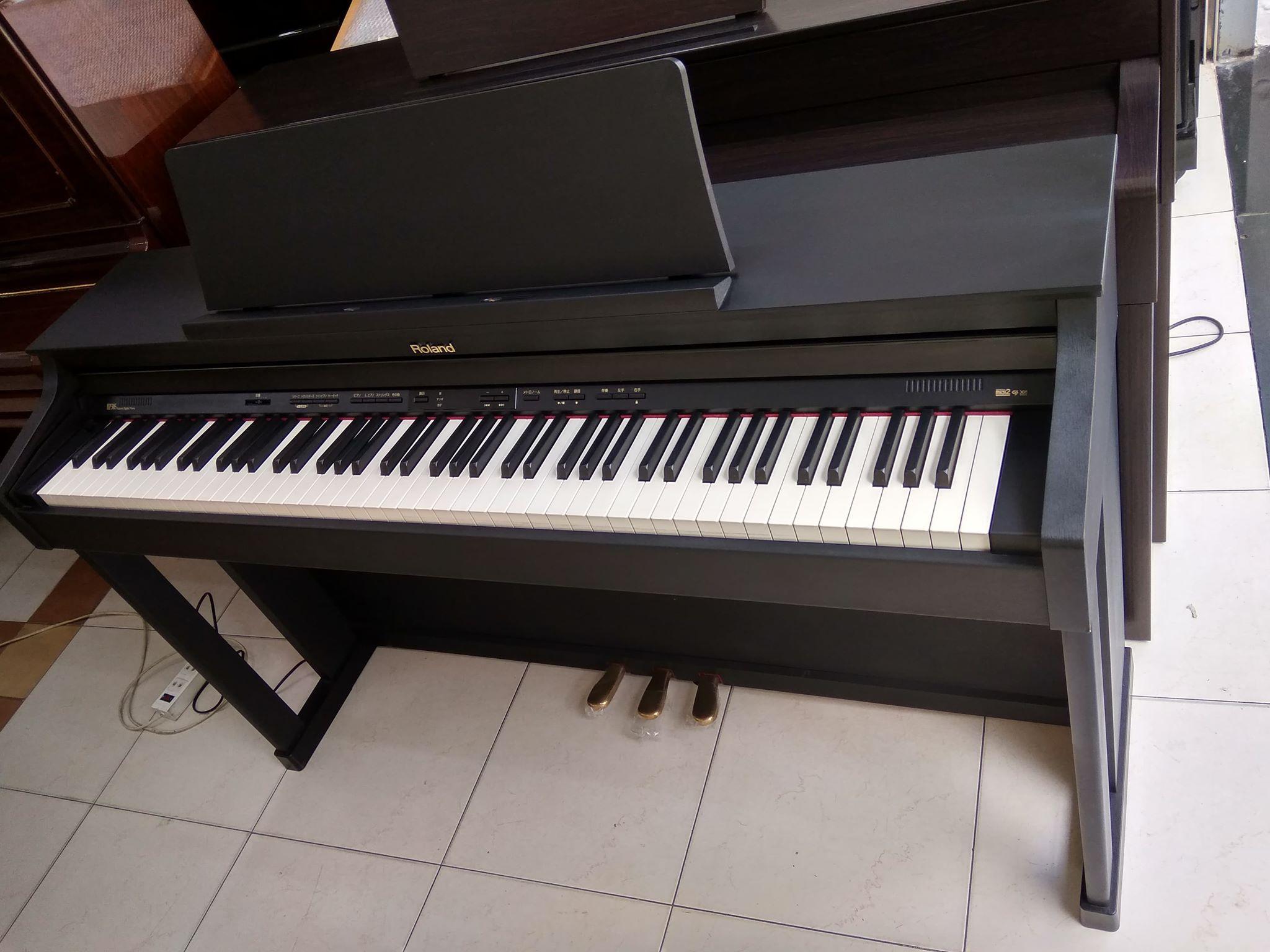 piano điện Rolada