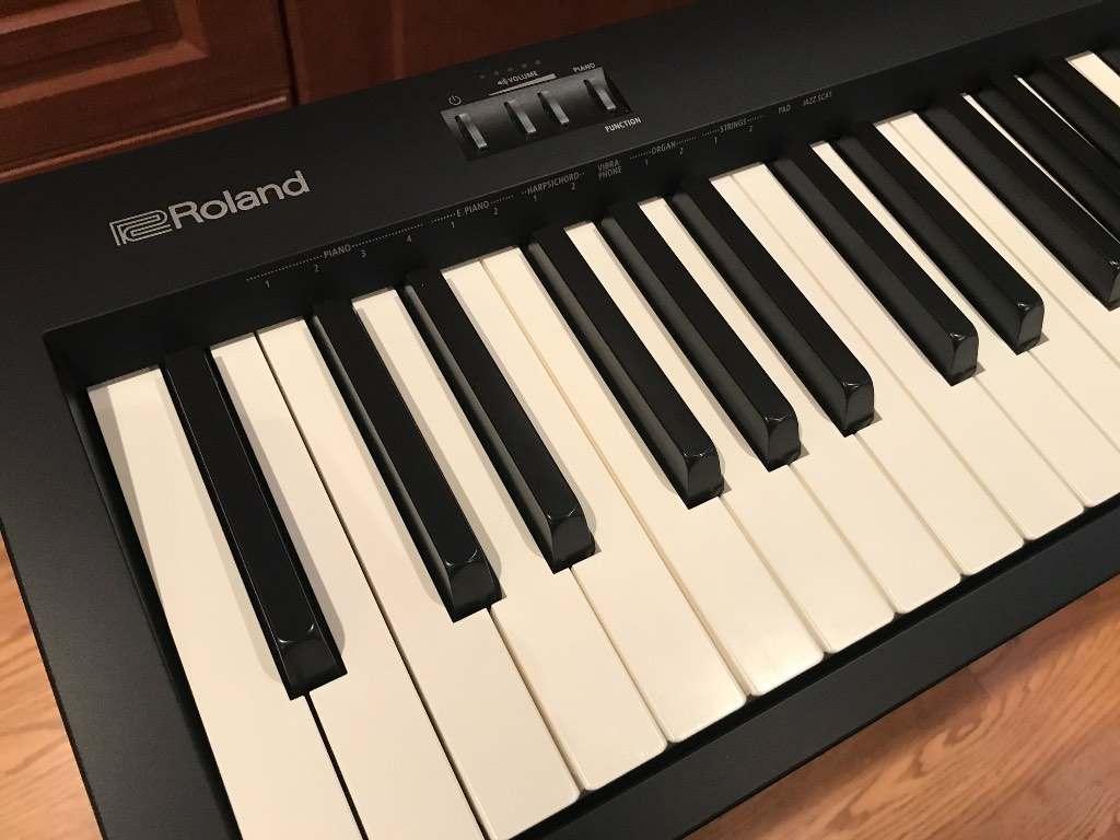 piano-dien-roland-fp10 3
