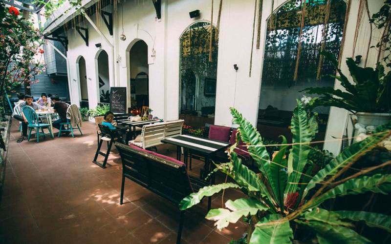 quan-cafe-co-piano-cho-khach-choi-2