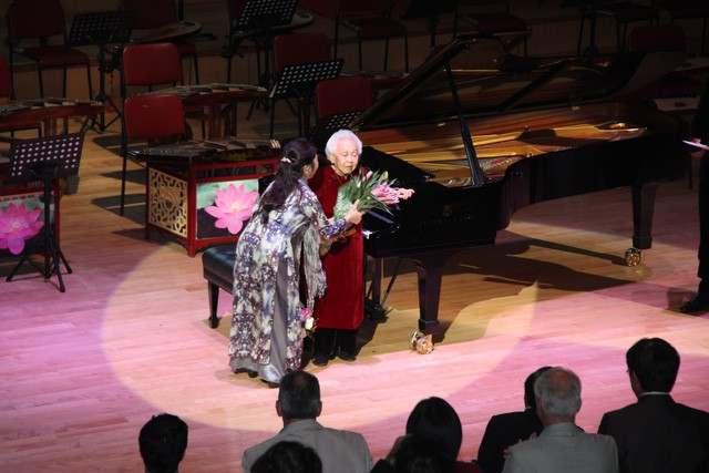 Thái Thị Liên (stop-nhung-nghe-si-dan-piano-noi-tieng-nhat-viet-nam-va-the-gioi-1inh ngày 4 tháng 8 năm 1918) là nghệ sĩ dương cầm người Việt Nam. Bà là một trong số nữ danh cầm đầu tiên của Việt Nam tiên phong đồng sáng lập Học viện Âm nhạc Quốc gia Việt Nam,[1] mẹ của nghệ sĩ nhân dân Đặng Thái Sơn và Trần Thu Hà,[2] và là người thầy của nhiều nghệ sĩ dương cầm nổi tiếng.