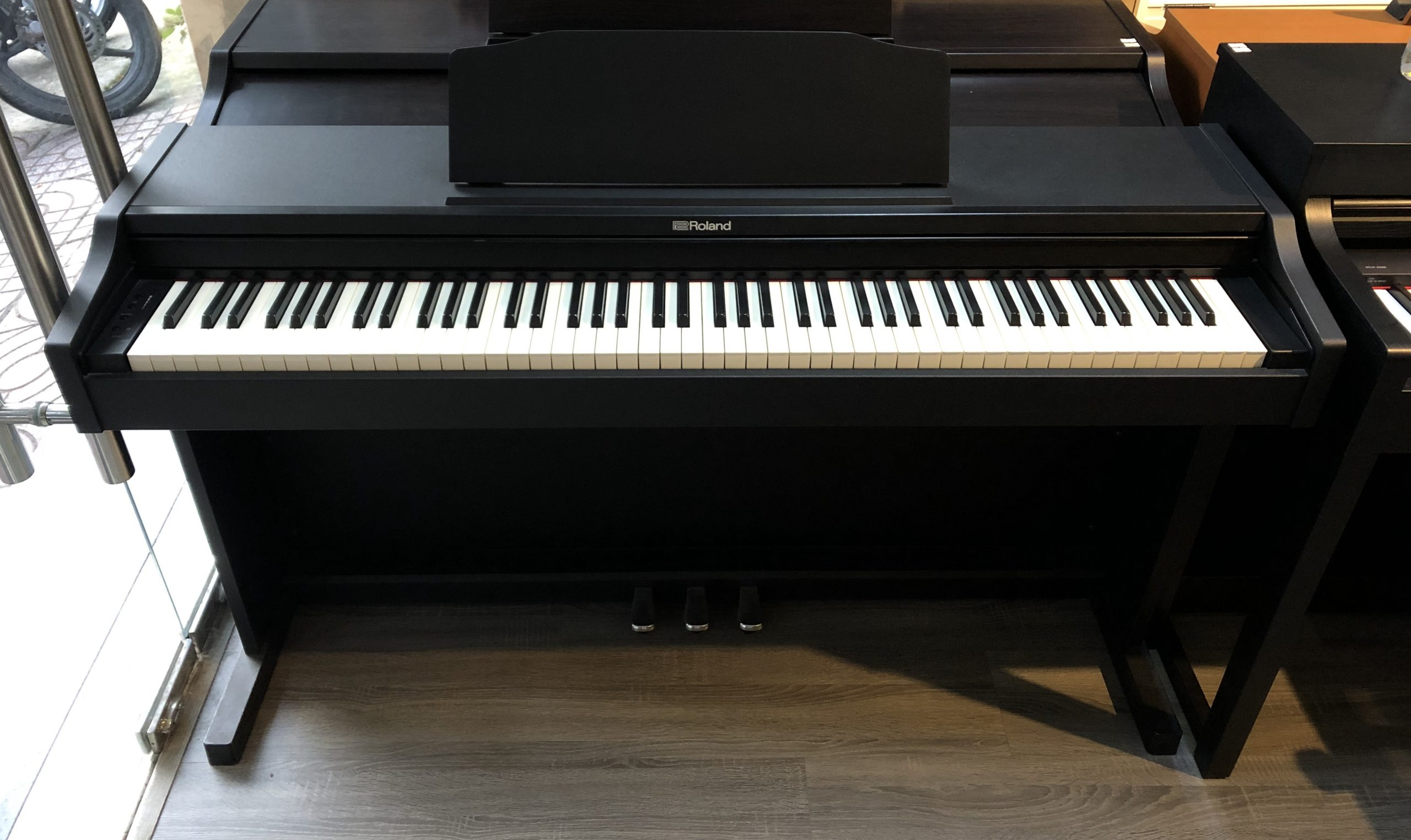 piano-điện-roland-rp-102-8