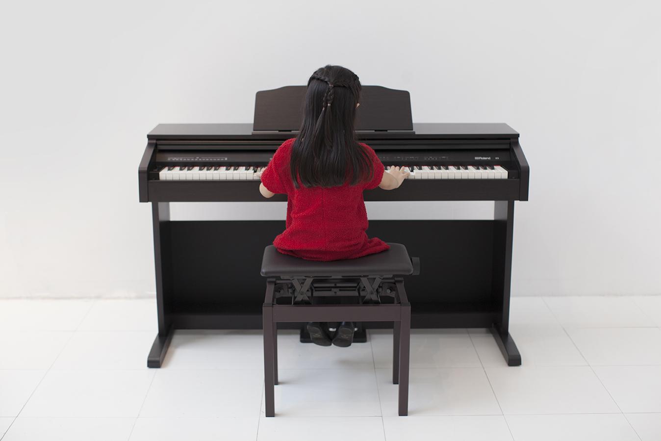 top-nhung-cay-dan-piano-dien-gia-re-ban-chay-nhat-nam-2021-roland-rp-30
