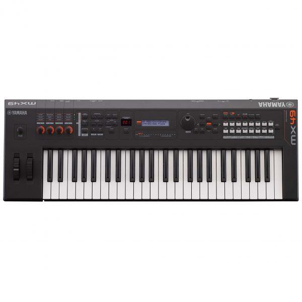 Dan-Yamaha-MX49-BK-piano-fingers-1