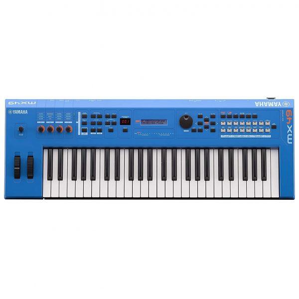 Dan-Yamaha-MX49-BU-piano-fingers-1
