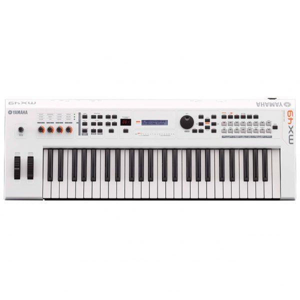 Dan-Yamaha-MX49-WH-piano-fingers-2