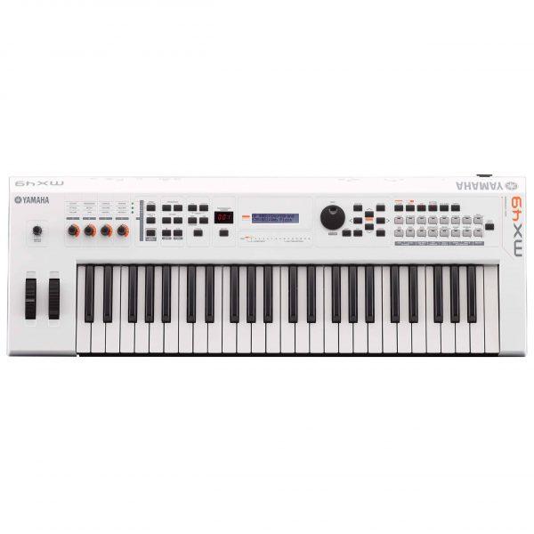 Dan Yamaha MX49 WH piano fingers 2 scaled 1