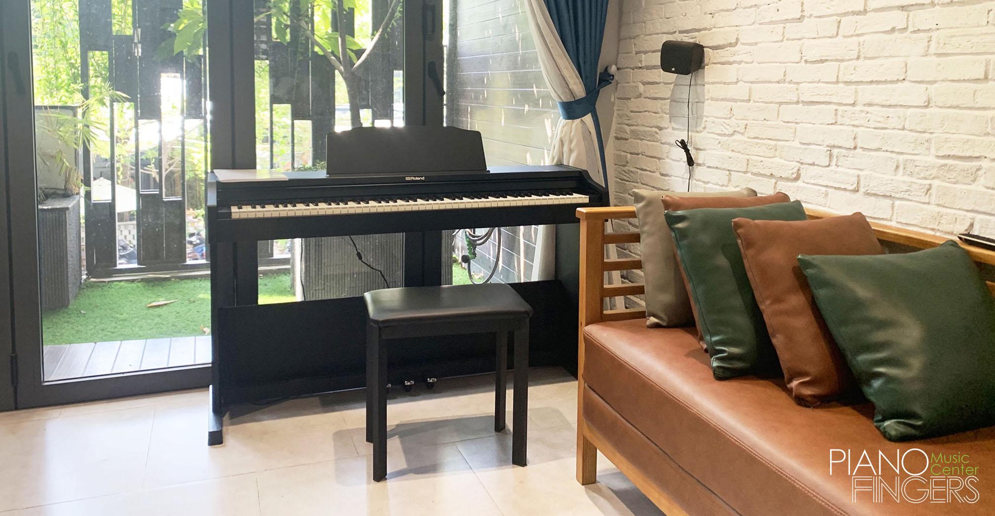 moi-hoc-nen-mua-dan-piano-dien-gia-bao-nhieu-roland-rp-102