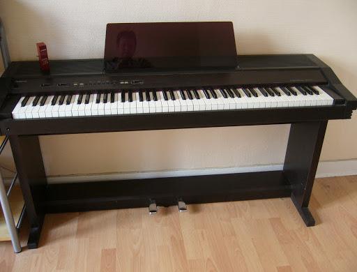 top-10-cay-dan-piano-dien-gia-re-duoi-5-trieu-roland-hp-3000s