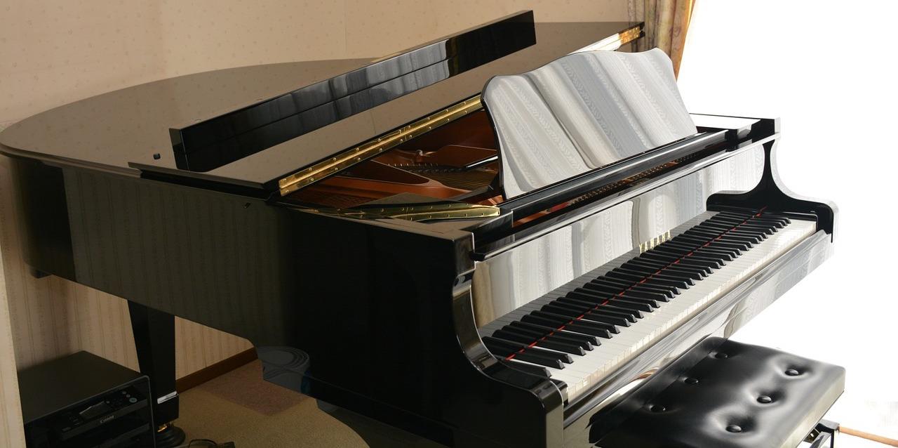 nên chọn đàn piano yamaha roland hay kawai